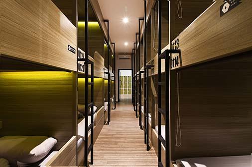 Capsule-Hotel-Koridor